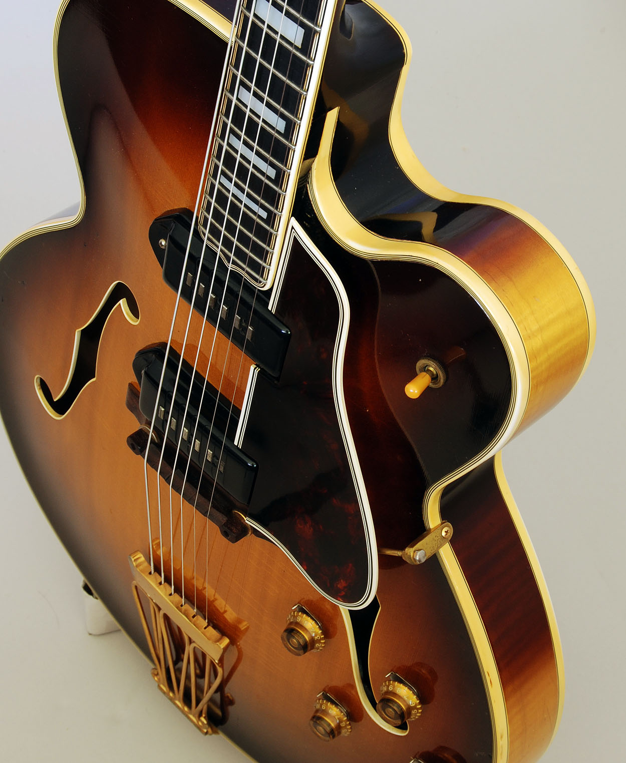 the unique guitar blog the gibson byrdland a most unique guitar. Black Bedroom Furniture Sets. Home Design Ideas